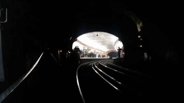 Léonard Anthony - Mediphi - Sous les veilleuses d'un métro, naît une lueur d'espoir