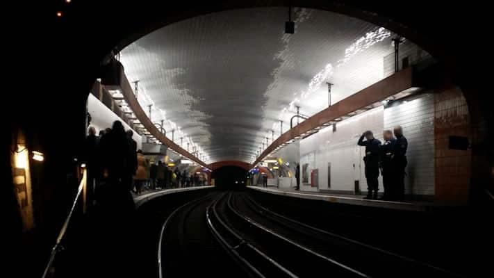 Léonard Anthony - Sous les veilleuses d'un métro, naît une lueur d'espoir